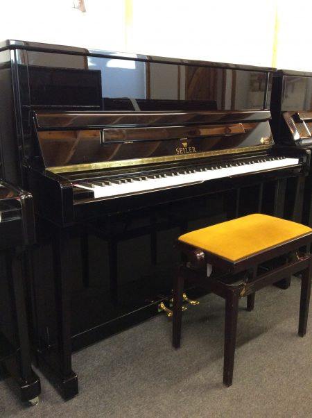 Seiler 122 Primus Upright Acoustic Piano, 2004